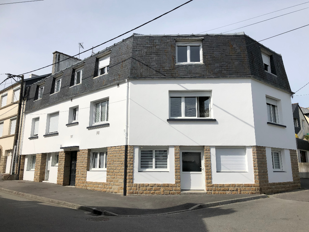 Concarneau, centre ville à pied, immeuble rénové de 6 appartements loués